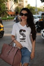 Ameesha Patel spotted at kromakay salon in juhu, mumbai on 29th March 2018 (6)_5abde221c5d83.JPG
