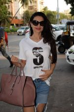 Ameesha Patel spotted at kromakay salon in juhu, mumbai on 29th March 2018 (8)_5abde20b6df58.JPG