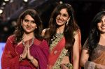 Pooja Chopra Showstopper For Designer Shaina N.C At Bombay Times Fashion Week on 30th March 2018 (36)_5abf426447452.JPG