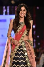 Pooja Chopra Showstopper For Designer Shaina N.C At Bombay Times Fashion Week on 30th March 2018 (58)_5abf427557415.JPG