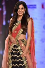 Pooja Chopra Showstopper For Designer Shaina N.C At Bombay Times Fashion Week on 30th March 2018 (61)_5abf427e14d9d.JPG
