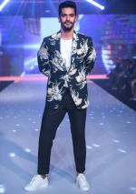Angad Bedi Showstopper For Designer Narendra Kumar At Bombay Times Fashion Week on 1st April 2018