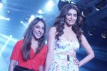 Karishma Tanna Showstopper For Designer Aakriti At Bombay Times Fashion Week on 1st April 2018 (16)_5ac245cb27580.JPG