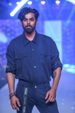 Model walk the ramp for Designer Narendra Kumar At Bombay Times Fashion Week on 1st April 2018 (52)_5ac24db0156bd.JPG
