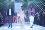 Waluscha de Sousa Showstopper For Designer Asif Merchant (Horra) At Bombay Times Fashion Week on 1st April 2018 (17)_5ac246685692f.JPG