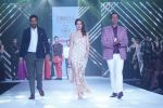 Waluscha de Sousa Showstopper For Designer Asif Merchant (Horra) At Bombay Times Fashion Week on 1st April 2018 (18)_5ac24669b850d.JPG