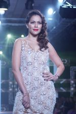 Waluscha de Sousa Showstopper For Designer Asif Merchant (Horra) At Bombay Times Fashion Week on 1st April 2018 (4)_5ac246546beaf.JPG