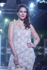 Waluscha de Sousa Showstopper For Designer Asif Merchant (Horra) At Bombay Times Fashion Week on 1st April 2018 (5)_5ac24655d8f8b.JPG