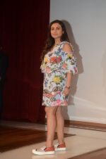 __Rani Mukherjee felicitates the winners of the Camlin-Hichki contest with Camlin gift Hampers as well as promoting her new movie Hichki with a special meet _and_ greet with _k_ids at Kidzania, R city mall on 4th April  ( (4)_5ac5ceb11f9b0.JPG