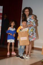 __Rani Mukherjee felicitates the winners of the Camlin-Hichki contest with Camlin gift Hampers as well as promoting her new movie Hichki with a special meet _and_ greet with _k_ids at Kidzania, R city mall on 4th April  ( (8)_5ac5ceb75b3dd.JPG