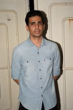 Gulshan Devaiya at the Screening Of Movie Black Mail At Sunny Super Sound on 6th April 2018 (13)_5ac9a31042759.JPG