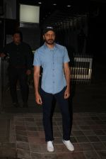 Riteish Deshmukh Spotted At A Restaurant In Bandra on 6th April 2018 (1)_5ac9a7735b71f.jpeg