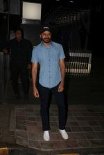 Riteish Deshmukh Spotted At A Restaurant In Bandra on 6th April 2018 (6)_5ac9a787b870d.jpg