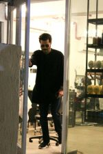 Anil Kapoor Spotted At BBLUNT Salon In Bandra on 8th April 2018 (4)_5acb09afe8b72.jpg