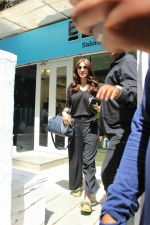 Anushka sharma spotted at BBlunt salon in bandra, mumbai on 9th April 2018 (15)_5acc54a059d3a.JPG