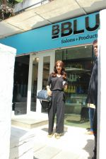 Anushka sharma spotted at BBlunt salon in bandra, mumbai on 9th April 2018 (23)_5acc54ac4df18.JPG