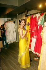 Esha Gupta at the launch of sister Neha Gupta_s festive collection in Atosa , Khar in mumbai on 10th April 2018 (10)_5acdb283f34a8.JPG