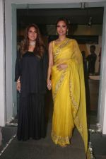 Esha Gupta at the launch of sister Neha Gupta_s festive collection in Atosa , Khar in mumbai on 10th April 2018 (5)_5acdb278c2ba2.JPG