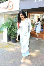 Adah Sharma spotted at bandra on 11th April 2018 (5)_5aceffa8263a1.JPG