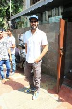 Dino Morea spotted at Indigo in bandra on 12th April 2018 (1)_5ad054443b127.JPG