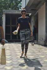 Shilpa Shetty spotted at bandra on 16th April 2018 (6)_5adec035dd07a.JPG