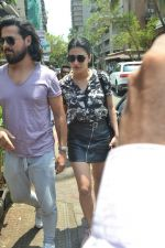 Shruti Haasan spotted at bandra on 16th April 2018 (5)_5adec0479d268.JPG