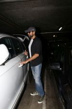 Abhay Deol spotted At Airport on 17th April 2018 (21)_5adf2d39b370f.JPG