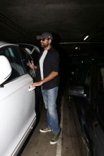 Abhay Deol spotted At Airport on 17th April 2018 (22)_5adf2d3c41c05.JPG