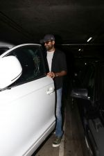 Abhay Deol spotted At Airport on 17th April 2018 (25)_5adf2d44e13db.JPG