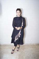 Kanika Kapoor at the launch of First Ever Devotional Song Ik Onkar on 17th April 2018 (12)_5adf2ef8ca047.JPG