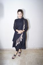 Kanika Kapoor at the launch of First Ever Devotional Song Ik Onkar on 17th April 2018 (13)_5adf2efd32cdf.JPG