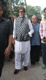 Amitabh Bachchan spotted at versova in mumbai on 20th April 2018 (1)_5ae047dfee24c.JPG