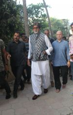 Amitabh Bachchan spotted at versova in mumbai on 20th April 2018 (2)_5ae047e766284.JPG