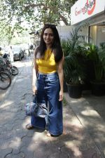 Amruta Khanvilkar spotted at bandra on 22nd April 2018 (7)_5ae074b15ff7d.JPG