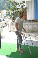 Aparshakti Khurana spotted at bandra on 19th April 2018 (3)_5ae016376720d.JPG