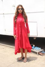 Esha Gupta spotted at her upcoming_ film Devil Daughter_s set on 18th April 2018 (3)_5ae0165eae901.JPG