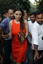 Hansika Motwani spotted at Bandra on 22nd April 2018 (6)_5ae07452032a2.JPG