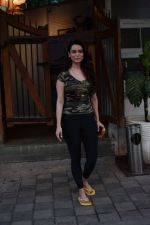 Saundarya Sharma spotted at a restaurant in juhu on 19th April 2018  (13)_5ae044aea8037.JPG