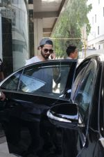 Shahid Kapoor &Mira Rajput Spotted At A Clinic In Bandra on 22nd April 2018 (14)_5ae09629c35af.JPG