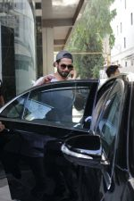Shahid Kapoor &Mira Rajput Spotted At A Clinic In Bandra on 22nd April 2018 (15)_5ae0963e93476.JPG