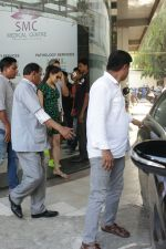Shahid Kapoor &Mira Rajput Spotted At A Clinic In Bandra on 22nd April 2018 (8)_5ae095d47dd98.JPG
