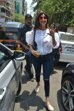 Shilpa Shetty & Raj Kundra spotted at Farmer_s Cafe in bandra, mumbai on 18th April 2018(15)_5ae016b087ae6.JPG