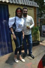 Shilpa Shetty & Raj Kundra spotted at Farmer_s Cafe in bandra, mumbai on 18th April 2018(18)_5ae016b89db01.JPG
