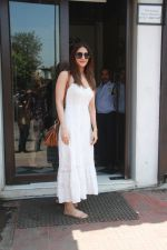 Vaani Kapoor spotted at Bastian restaurant in bandra, mumbai on 20th April 2018 (13)_5ae048b7a2bcc.JPG