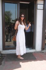 Vaani Kapoor spotted at Bastian restaurant in bandra, mumbai on 20th April 2018 (15)_5ae048c12901e.JPG