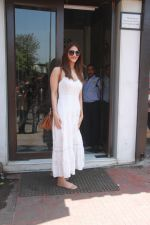 Vaani Kapoor spotted at Bastian restaurant in bandra, mumbai on 20th April 2018 (16)_5ae048c57b214.JPG