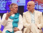 Anupam Kher, Amjad Ali Khan at Deenanath Mangeshkar Smruti Pratishtan Awards 2018 on 25th April 2018 (33)_5ae162f1b230c.JPG