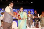 Asha Bhosle at Deenanath Mangeshkar Smruti Pratishtan Awards 2018 on 25th April 2018 (15)_5ae163a5a3f38.JPG