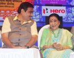 Asha Bhosle at Deenanath Mangeshkar Smruti Pratishtan Awards 2018 on 25th April 2018 (8)_5ae1638b11311.JPG