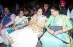 Usha Mangeshkar, Asha Bhosle at Deenanath Mangeshkar Smruti Pratishtan Awards 2018 on 25th April 2018 (5)_5ae163639992e.JPG